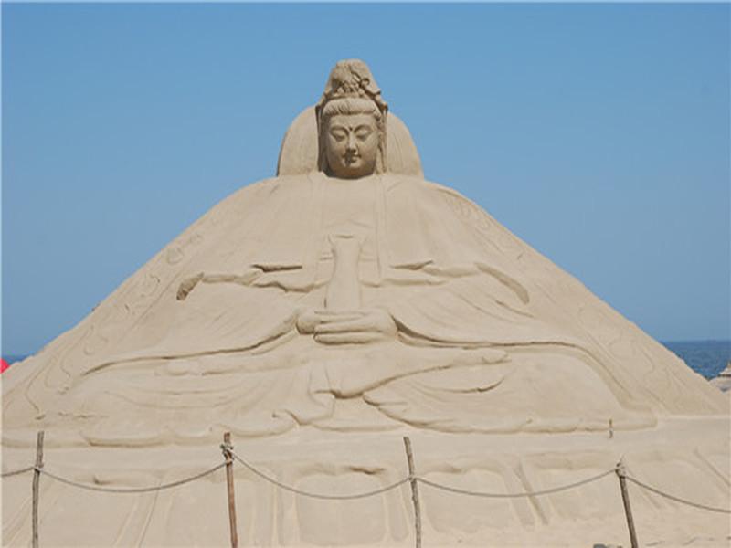 67平方公里,位于秦皇岛市昌黎黄金海岸旅游区中段,沿海公路东侧.