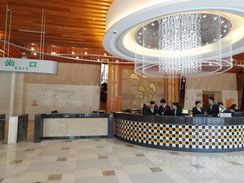度假区内五星级酒店——浏阳华天大酒店依山临水而建,共设有300多间